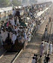 pakistan_train_02