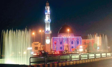 shiitenews_A_mosque_on_The_Mall_illuminated