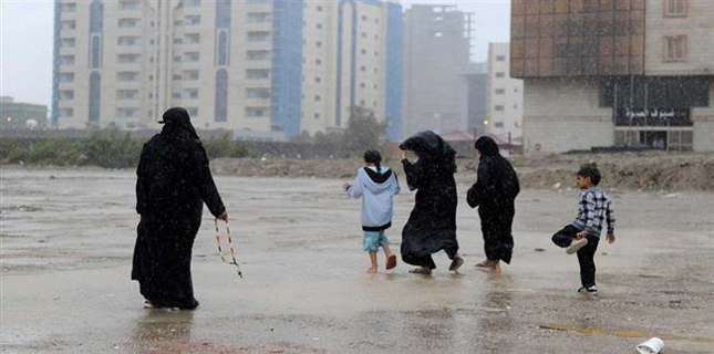 Many dead due to flood in Saudi Arabia while hundreds rescued