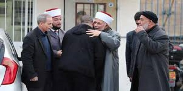 Israel bans 2 high-ranking Palestinian clerics from entering al-Aqsa Mosque