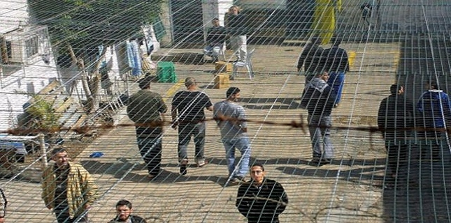 Palestinian prisoners go on hunger strike in Israeli jails