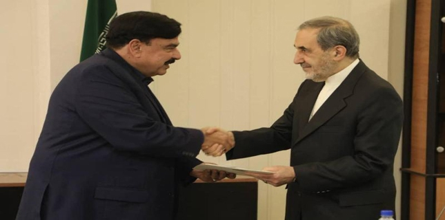 Sheikh Rashid gets message in Tehran for Pakistan to control common borders