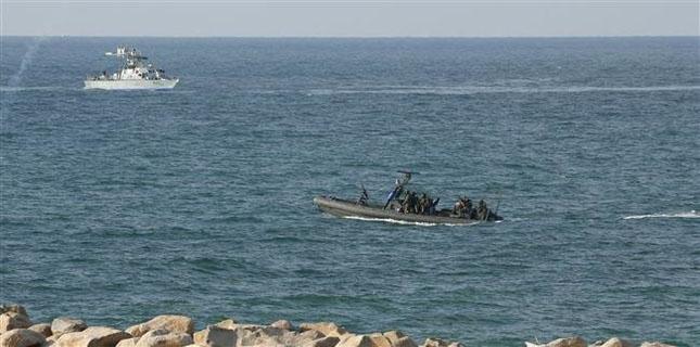 Israeli navy fires at Palestinian fishermen boat off Gaza