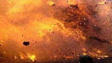 Bomb blast kills one and injures 8 persons