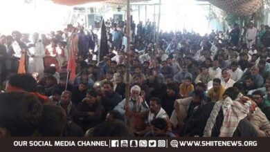 Shia Muslims in Khairpur reach police stations to offer arrest