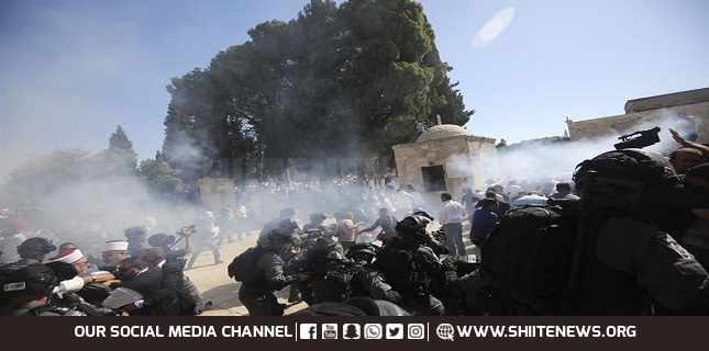 Israeli forces attack Palestinian protesters, al-Aqsa worshipers