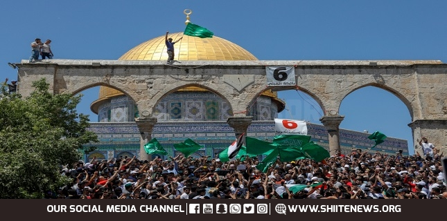 Tens of thousands of Palestinians hold prayers in Al-Aqsa Mosque