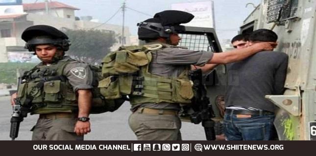 Zionist forces detain three Palestinians in Al-Quds